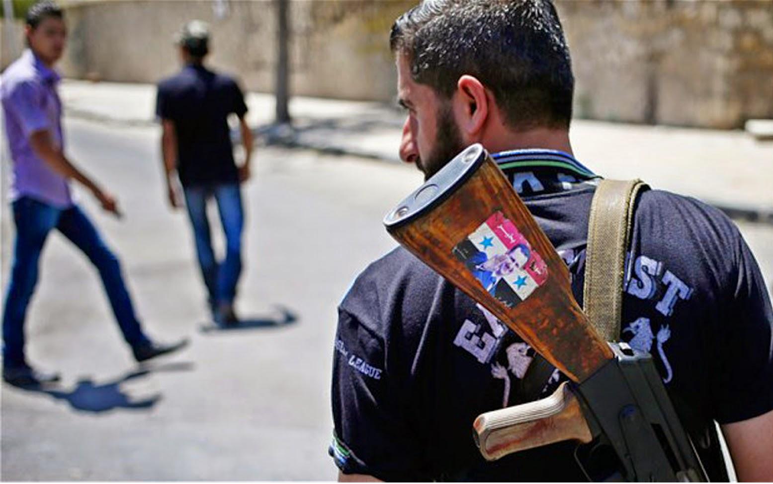 صورة بسبب إدلب..مخابرات الأسد تعتقل قيادي كبير موالي لها