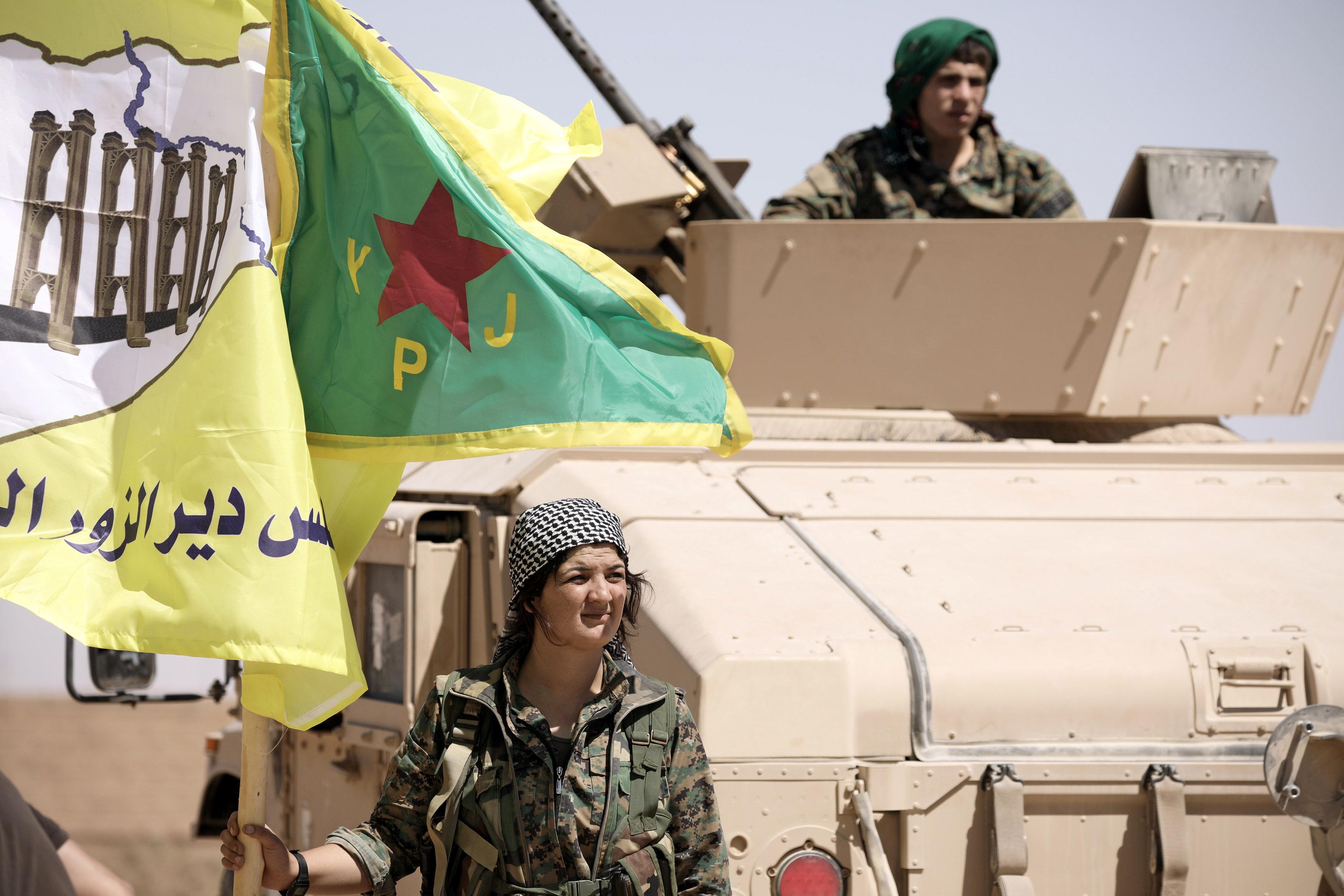"""صورة """"قسد"""" تُبرم صفقة مع """"داعش"""" في دير الزور"""