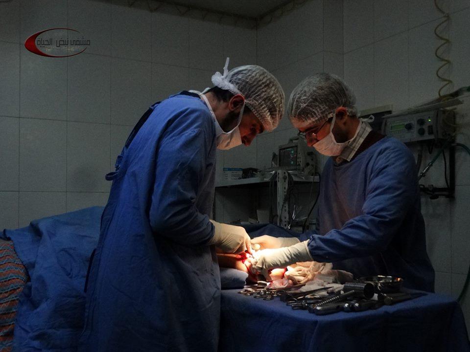صورة إدلب.. قصف جوي للنظام يدمر مشفى