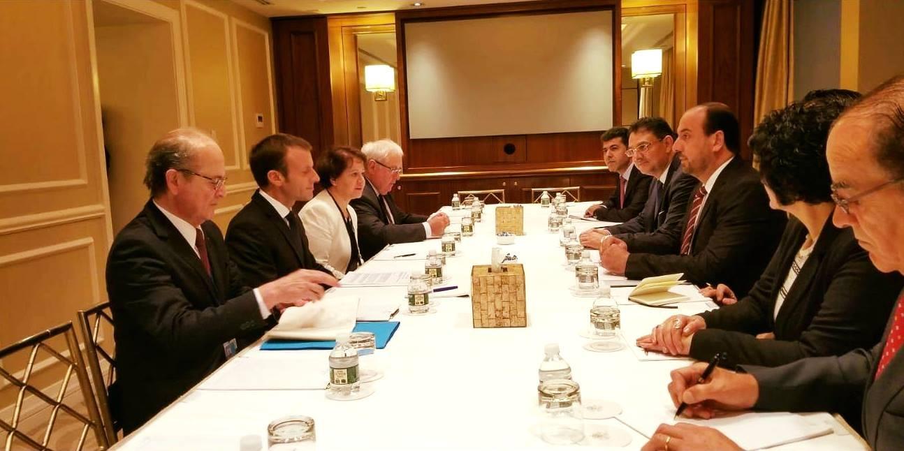 صورة هيئة التفاوض تلتقي الرئيس الفرنسي في نيويورك