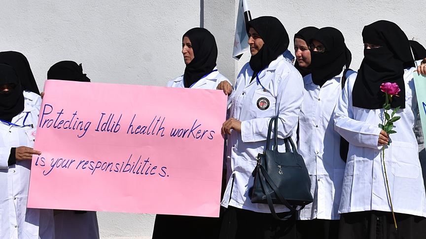 صورة أطباء إدلب يتظاهرون للمطالبة بحماية دولية من هجمات النظام