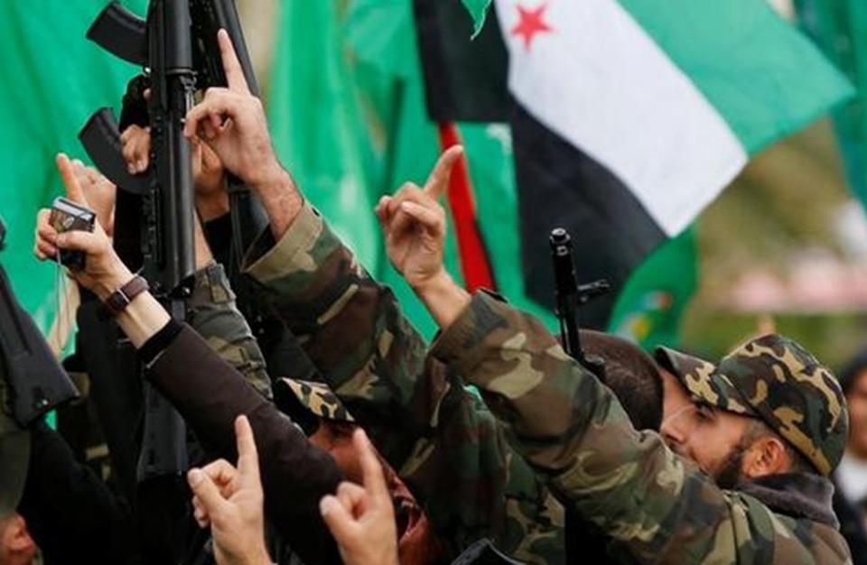 صورة المعارضة السورية تردّ على غارات النظام بإدلب