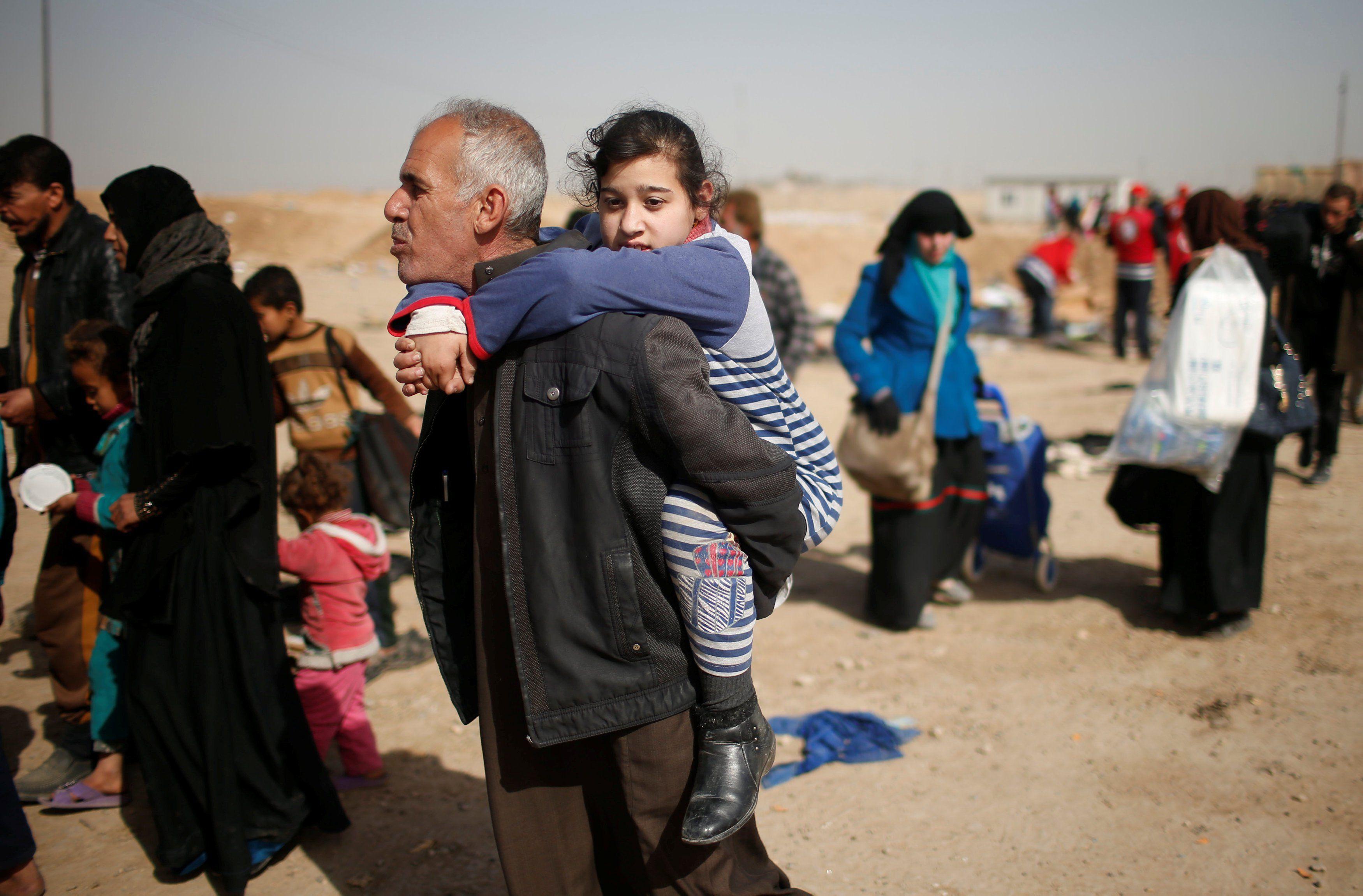 صورة 961 لاجئا عراقيا عادوا من الحسكة إلى العراق