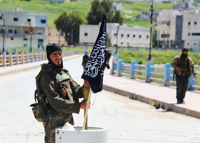 """صورة إدلب.. """"تحرير الشام"""" تعتقل ثلاثة ناشطين"""