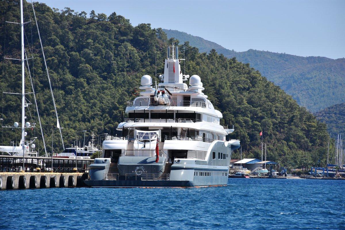 صورة يخت ملياردير إماراتي يتزود بـ90 ألف دولار من الوقود في تركيا