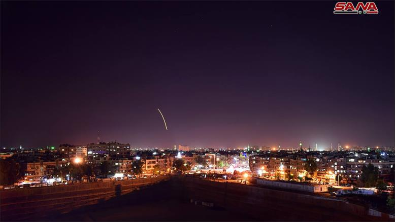 صورة هجوم صاروخي على اللاذقية.. هل هو إسرائيلي؟