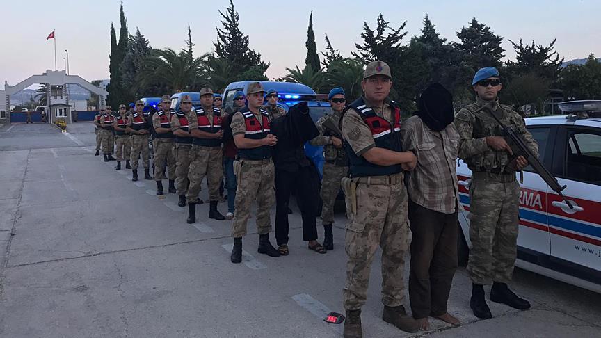 """صورة المخابرات التركية تأسر 9 من """"بي كا كا"""" بسوريا"""