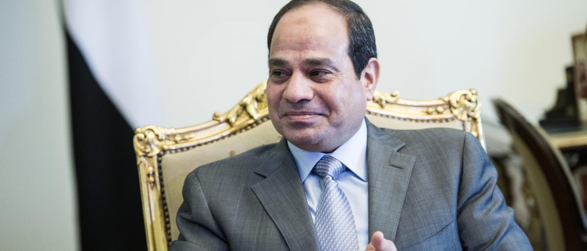 """صورة السيسي: لا دور لـ""""الإخوان"""" ما دمتُ في السلطة"""