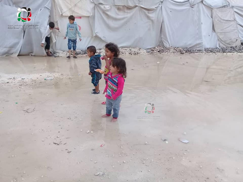 صورة الأمطار تكشف مأساة المهجرين الفلسطينيين بمخيم دير بلوط