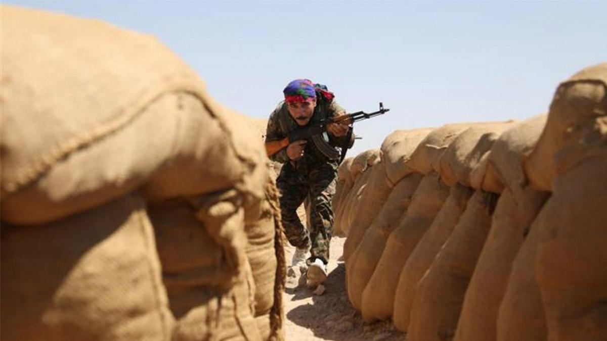 """صورة """"قسد"""" ترسل تعزيزات عسكرية إلى دير الزور"""