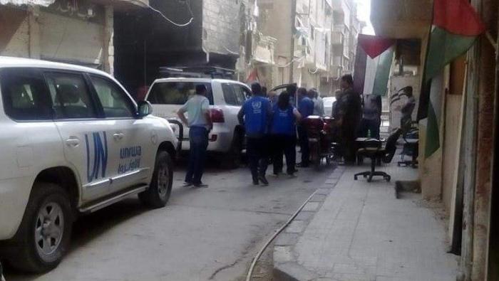 """صورة للمرة الأولى بعد تدميره.. وفد من """"الأونروا"""" يزور مخيم اليرموك"""