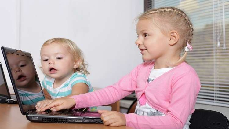 صورة دراسة: 30 دقيقة إنترنت كافية لتهديد صحة الأطفال!