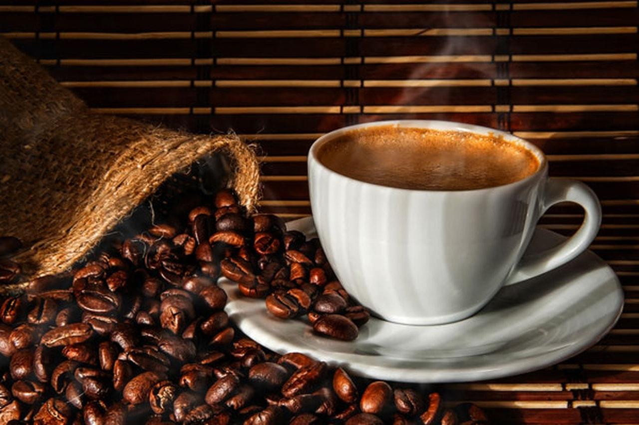 صورة كوبان من القهوة يوميا يضاعفان فرصتك لتصبح أباً