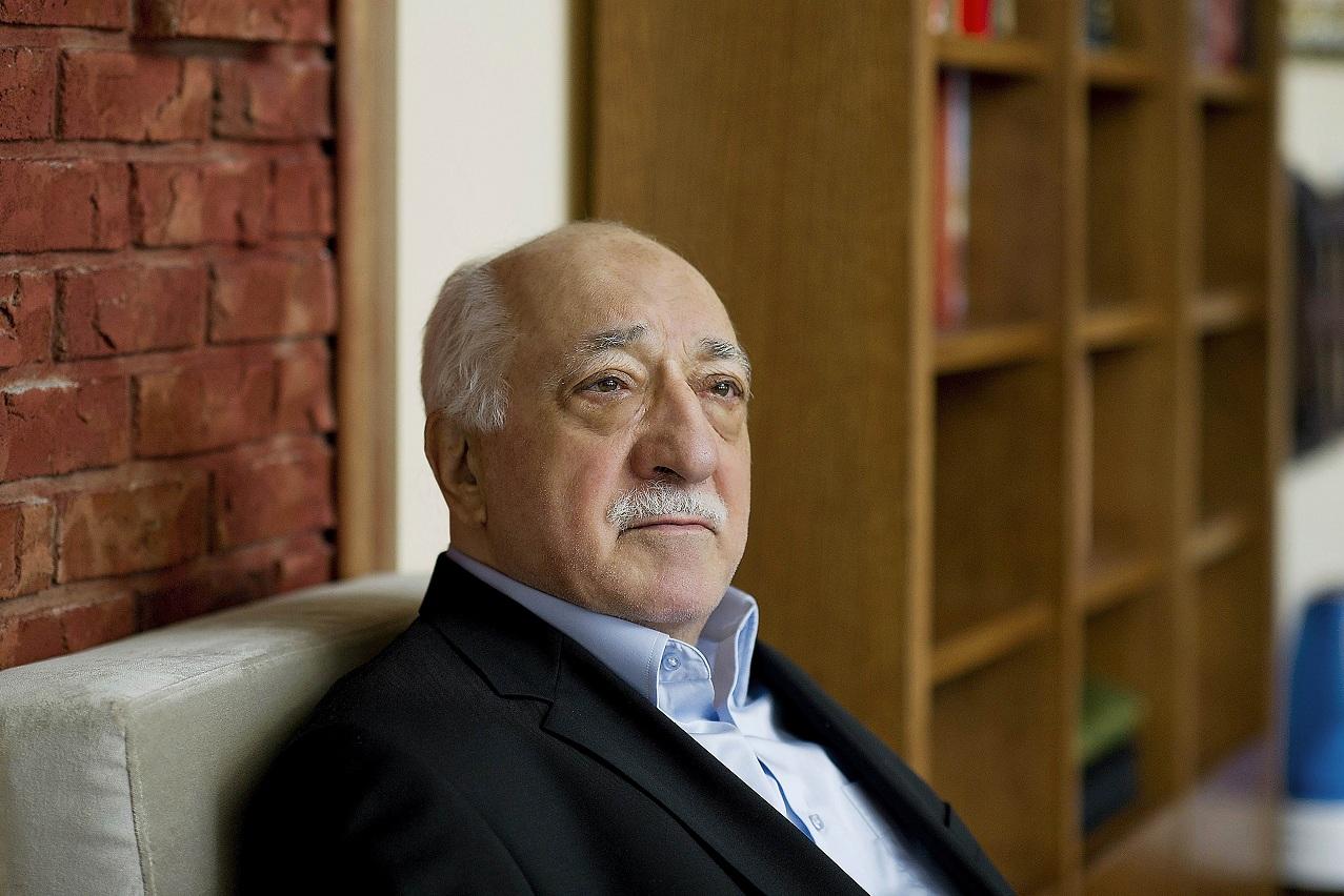 """صورة ترمب يحسم الجدل: لن أسلم """"غولن"""" لتركيا"""