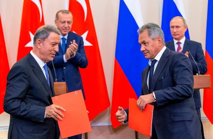 صورة وزيري الدفاع التركي والروسي يبحثان التطورات الأخيرة بسوريا