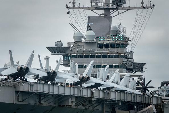 صورة حاملة أمريكية تتقدم مجموعة سفن حربية باتجاه سوريا