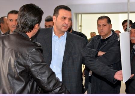 صورة الأسد يغدر بمسؤول مقرب منه