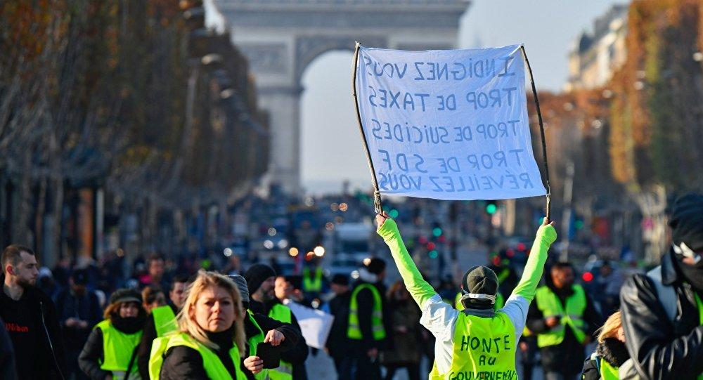 صورة نجاح الاحتجاجات.. فرنسا تعلق زيادة الضرائب