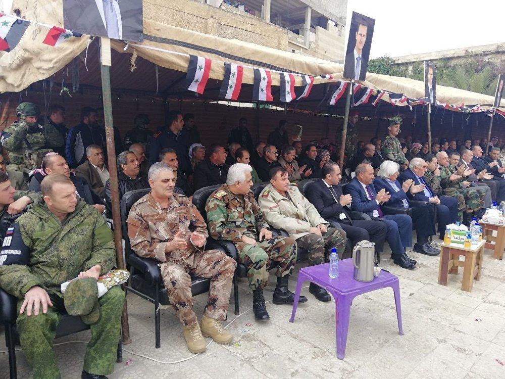 صورة انضمام المئات لقوات النظام في درعا