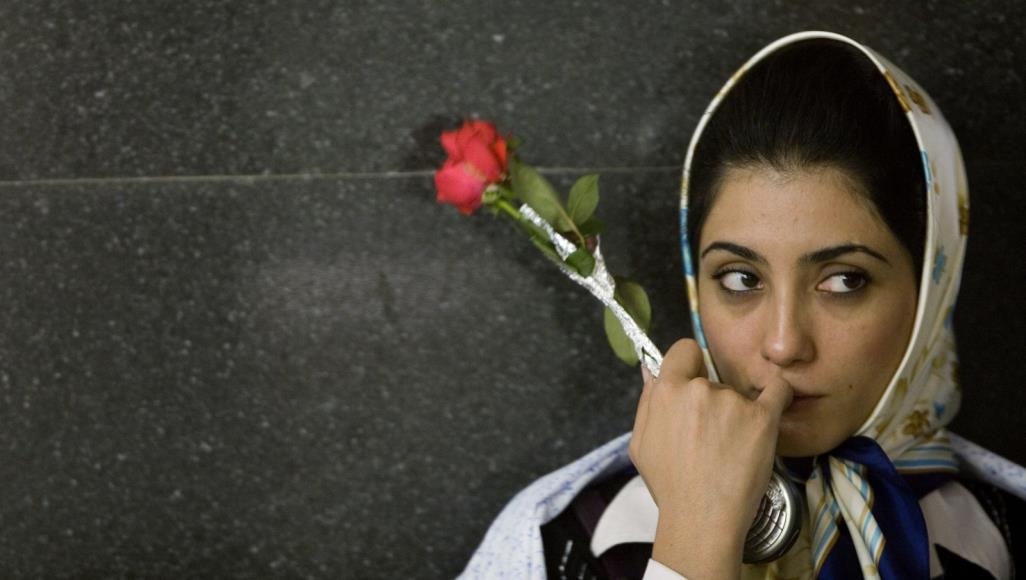 صورة مهور غريبة بإيران.. أجنحة بعوض ووغرس الأشجار!
