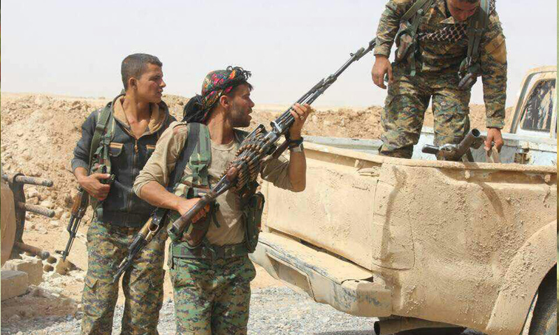 """صورة دير الزور..معارك شرسة بين """"قسد وداعش"""""""