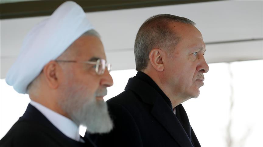 صورة أردوغان يستقبل روحاني في المجمع الرئاسي بأنقرة