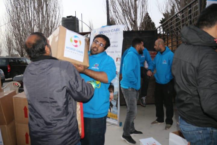 صورة تقديم مساعدات للاجئين السوريين في لبنان