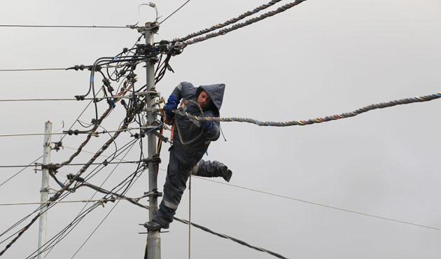 صورة الدمشقيون يدفعون 64.4 مليون ليرة يوميا للكهرباء الغير موجودة!