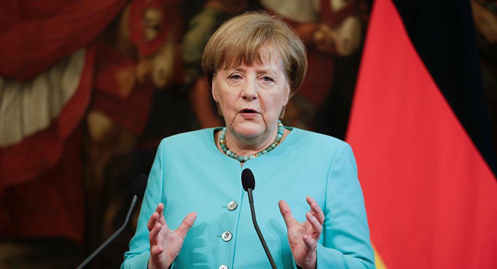 صورة بينهم ميركل.. قرصنة بيانات مئات السياسيين الألمان