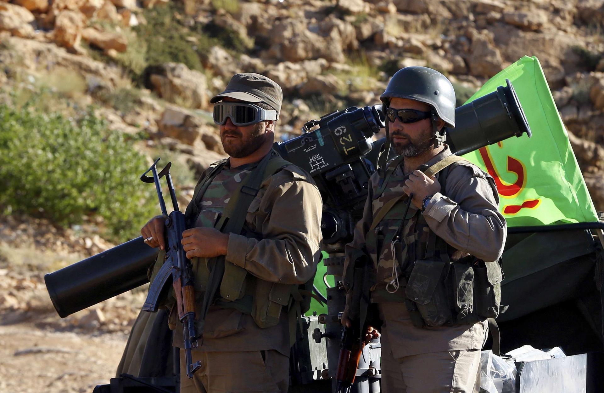 صورة قيادات من حزب الله..ضباطاً بجيش الأسد
