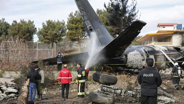 """صورة الجيش الإيراني: قتلى الطائرة العسكرية """"دافعوا عن المراقد المقدسة"""""""