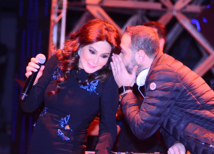 """صورة حفل لـ """"إليسا"""" بمصر يبدأ بانقطاع الكهرباء..شاهد ماذا قالت"""