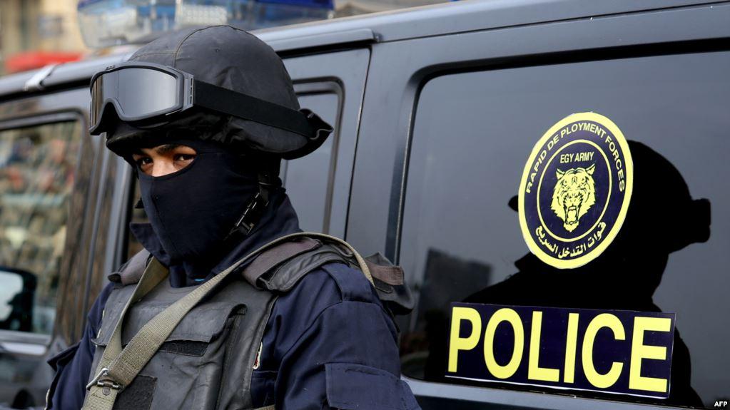 صورة سيدة مصرية تذبح طفلها بسبب خلافات أسرية