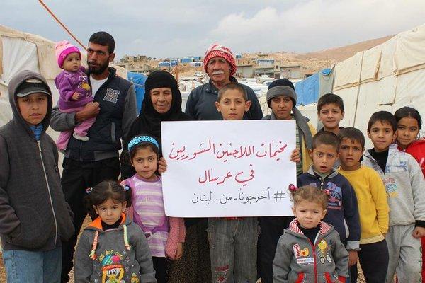 صورة لبناني يطرد عائلة سورية من خيمتهم (فيديو)