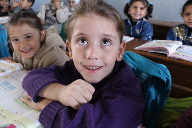 صورة رغم الحرب..390 ألف طالب بمدارس إدلب