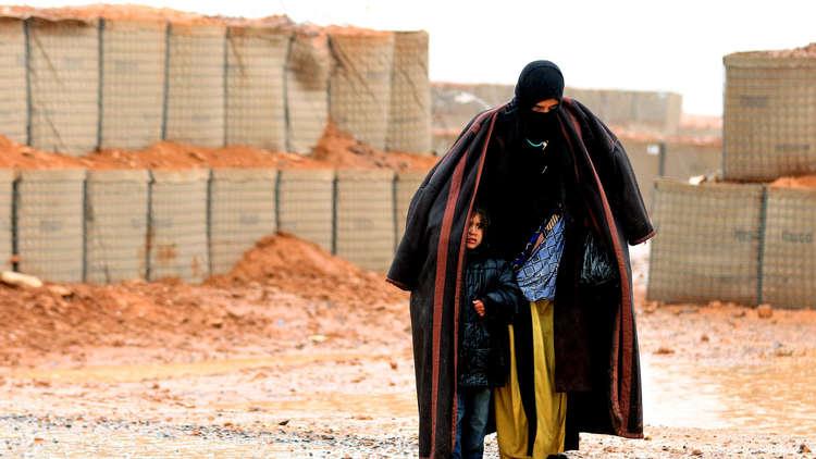 صورة مخيم الركبان..أم سورية تحرق نفسها و3 من أطفالها بسبب الجوع