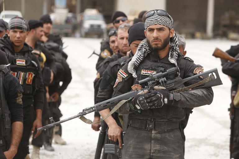 صورة أضخم هجوم.. مقاتلات تدمر رتلاً للحشد الشعبي وميليشيات إيرانية على الحدود السورية العراقية