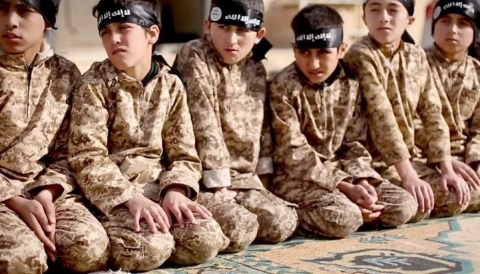 """صورة 11 طفلاً من """"أشـ.ـبال الخلافـ.ـة"""" بقبضة قوات """"قسد"""""""