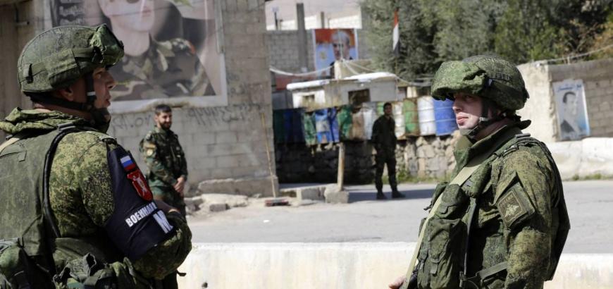 صورة جندي بوتين يتقاضى 900 دولار شهرياً..أما جندي الأسد 90 دولار +تعفيش