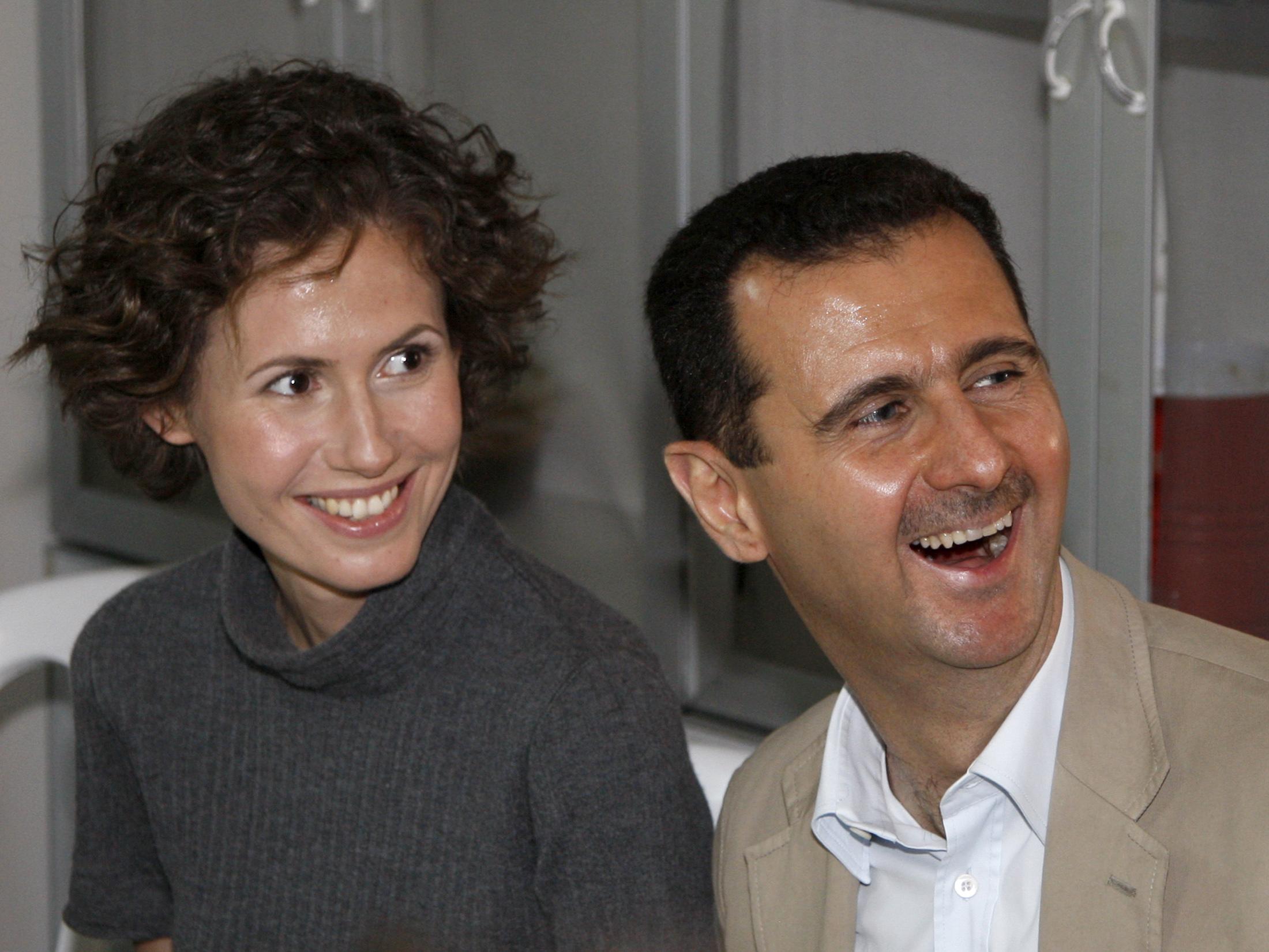 """صورة """"عروس الأسد"""" بمهب الريح.. دعوات لاسقاط الجنسية البريطانية عن """"اسماء الأخرس"""""""