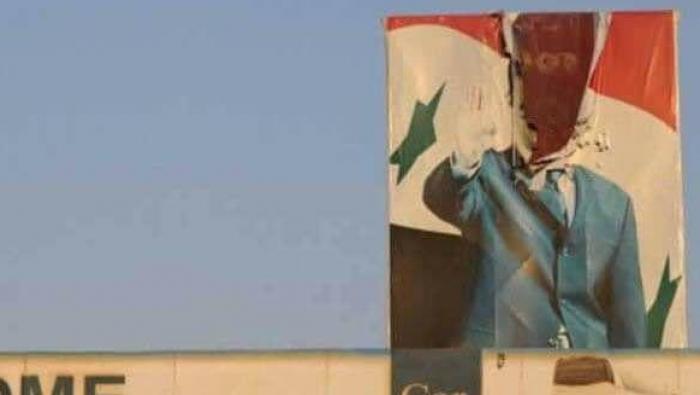 صورة الحراك السلمي يعود للعاصمة دمشق..تمزيق صورة كبيرة للأسد وتغني بالحرية