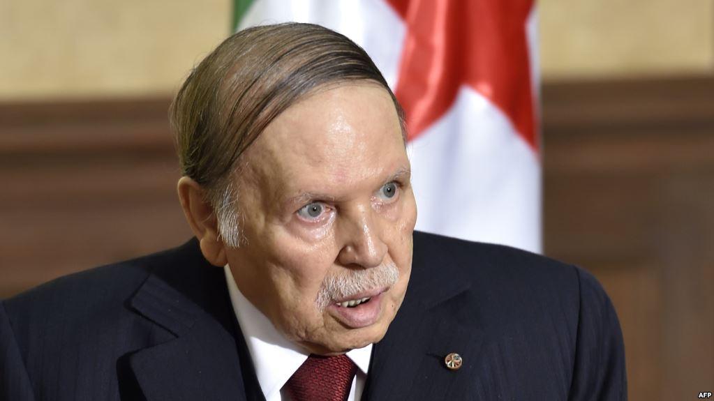 """صورة بوتفليقة """"الحاضر الغائب"""" يترشح لولاية رئاسية خامسة"""