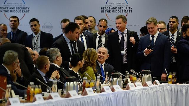 صورة فلسطين تـذبـح..ونتنياهو مع العرب على سفرة واحدة: سنصنع التاريخ