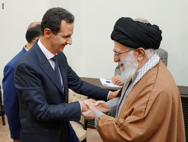 صورة نصر الله: عيناي دمعت عندما شاهدت العناق بين الأسد وخامنئي!