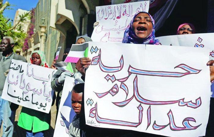 """صورة محكمة سودانية تقرر """"جلد"""" 9 متظاهرات"""