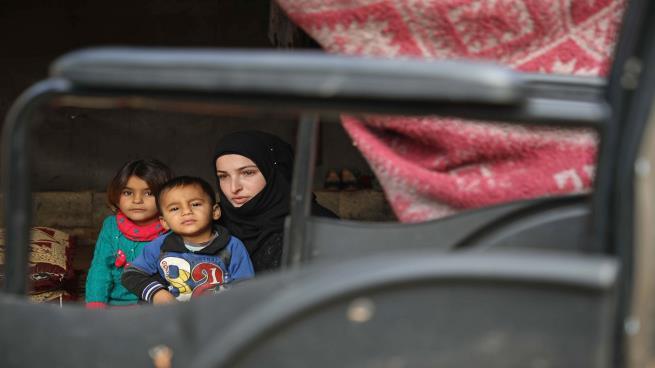 صورة نيران الأسد تهجر 200 ألف مدني شمال سوريا