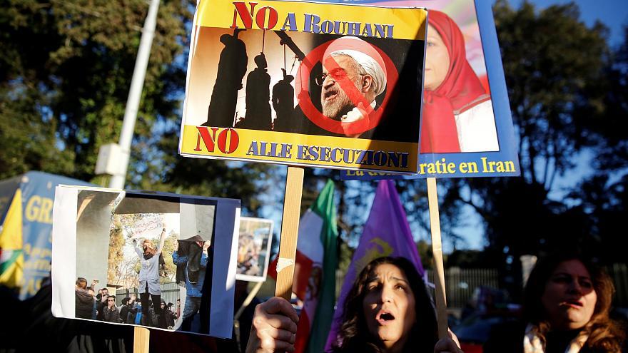 """صورة احتجاجات داخلها وملامح انتفاضة.. لأول مرة إيران تعجز عن دفع """"رواتب موظفيها"""""""