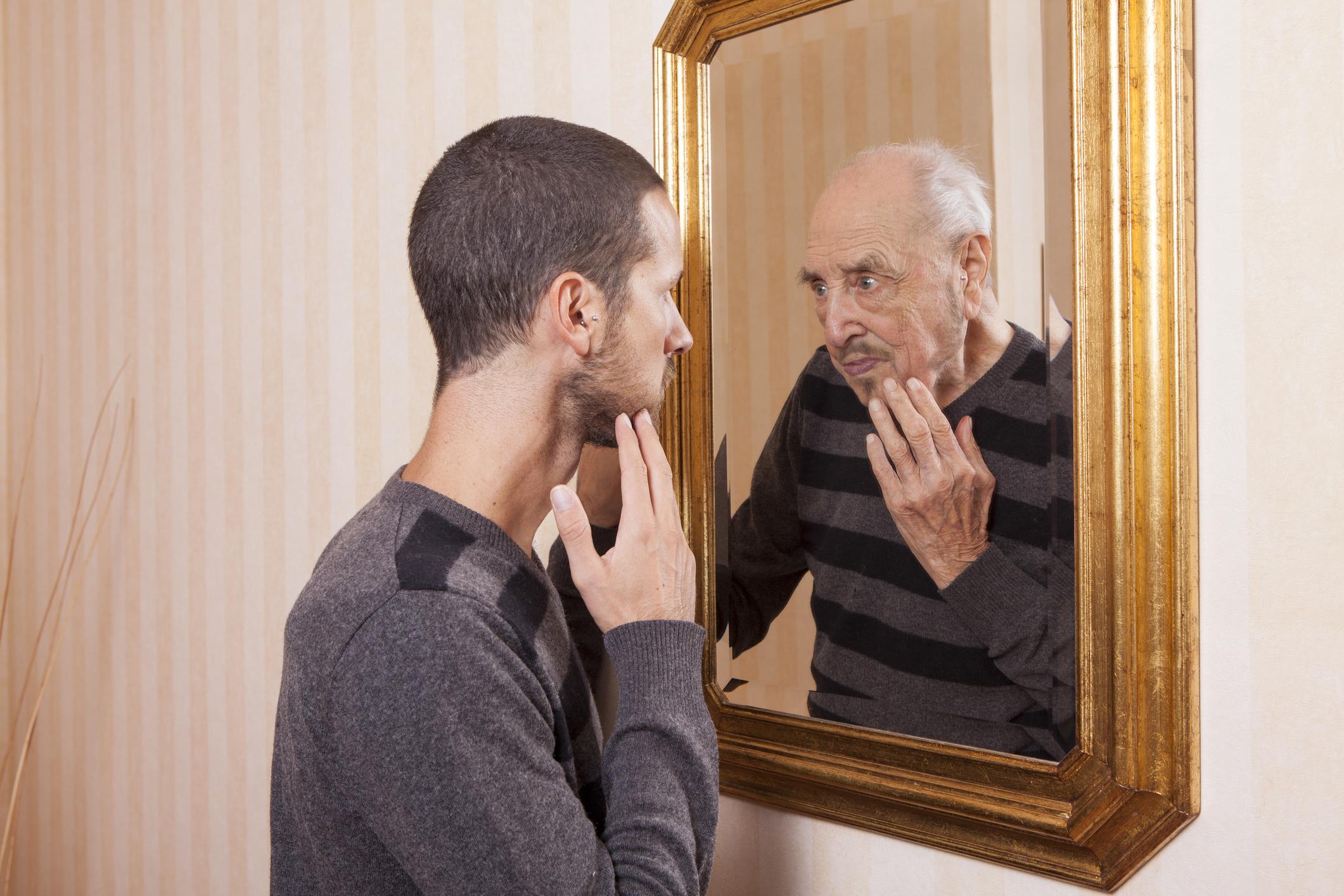 """صورة أطعمة تحولك """"عجوزا"""" قبل الأوان.. تعرف عليها واحذرها"""