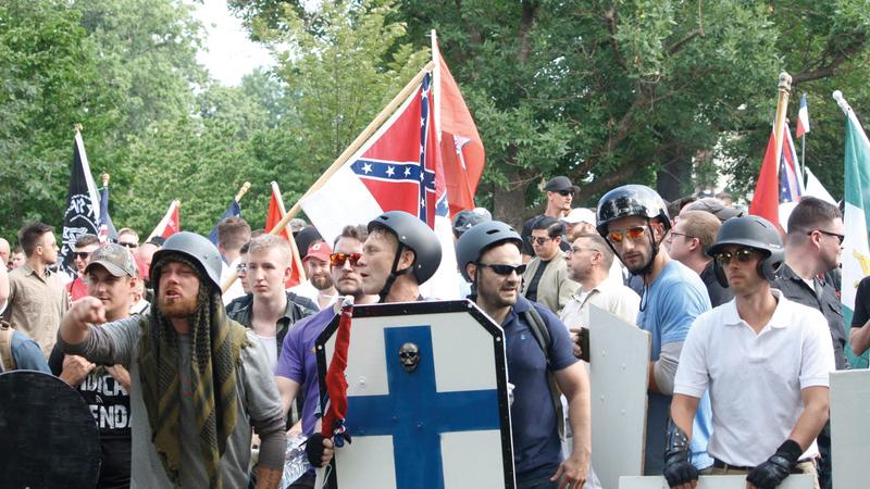 صورة لماذا يكره البيض اليمينيون المتطرفون المسلمين؟