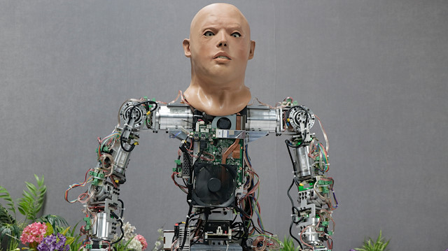 صورة تركيا تطور روبوتا يمشي ويتحدث 7 لغات